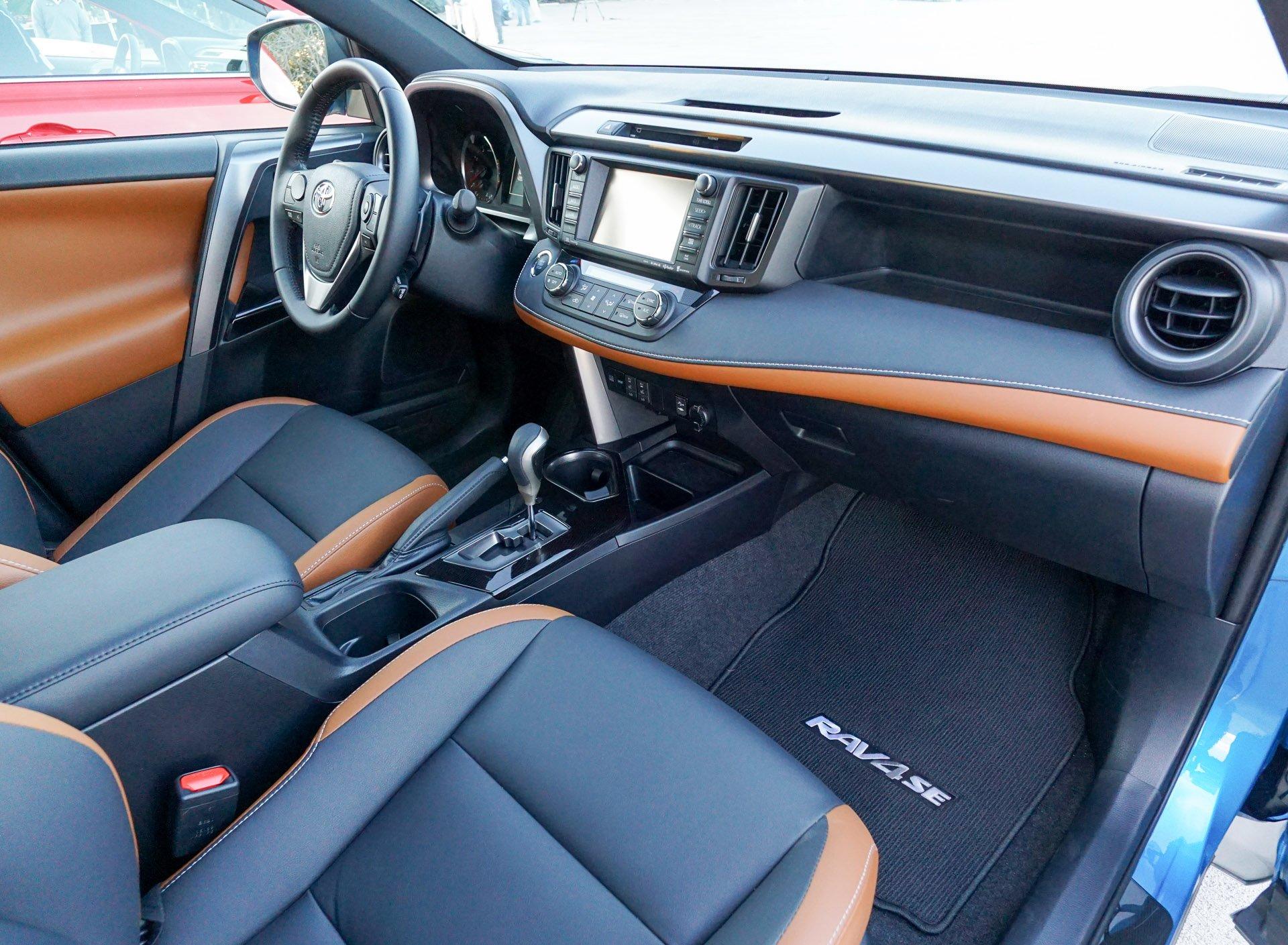first drive review 2016 toyota rav4 hybrid and rav4 se. Black Bedroom Furniture Sets. Home Design Ideas