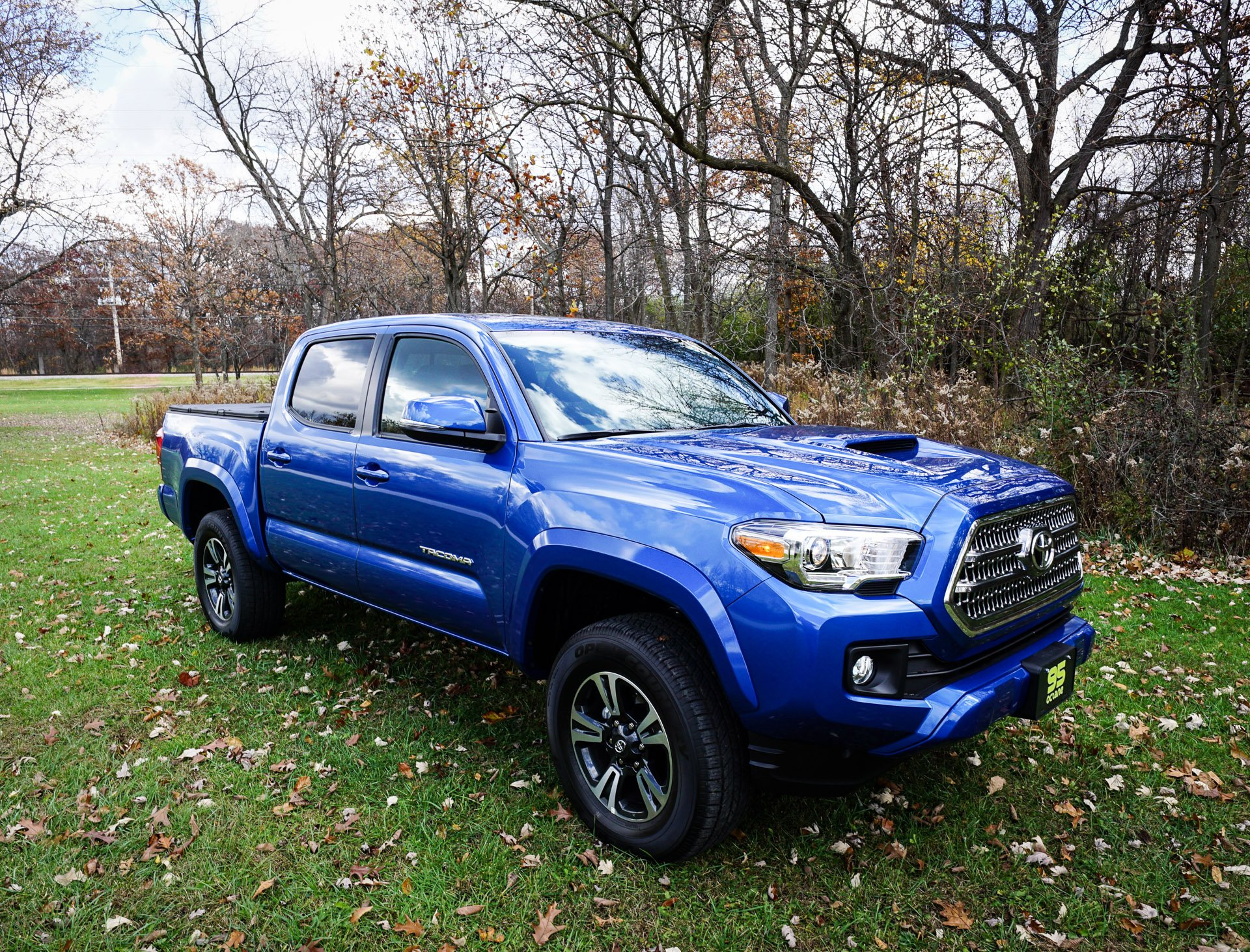 daily driving the 2016 toyota tacoma trd sport 4x4 95 octane. Black Bedroom Furniture Sets. Home Design Ideas