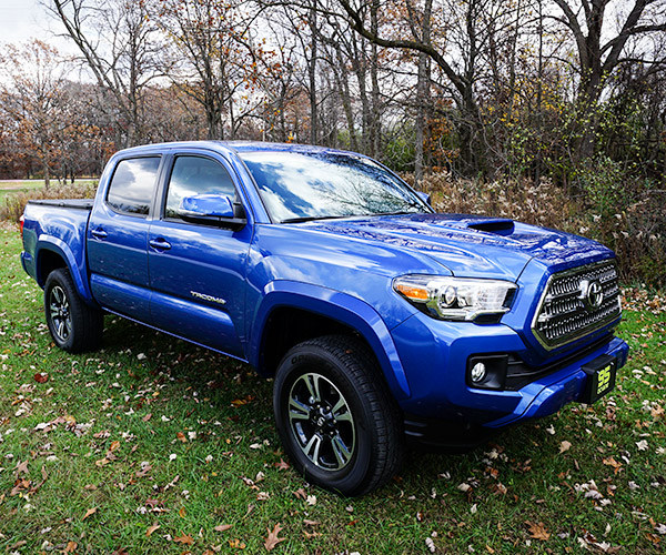 Daily Driving the 2016 Toyota Tacoma TRD Sport 4×4