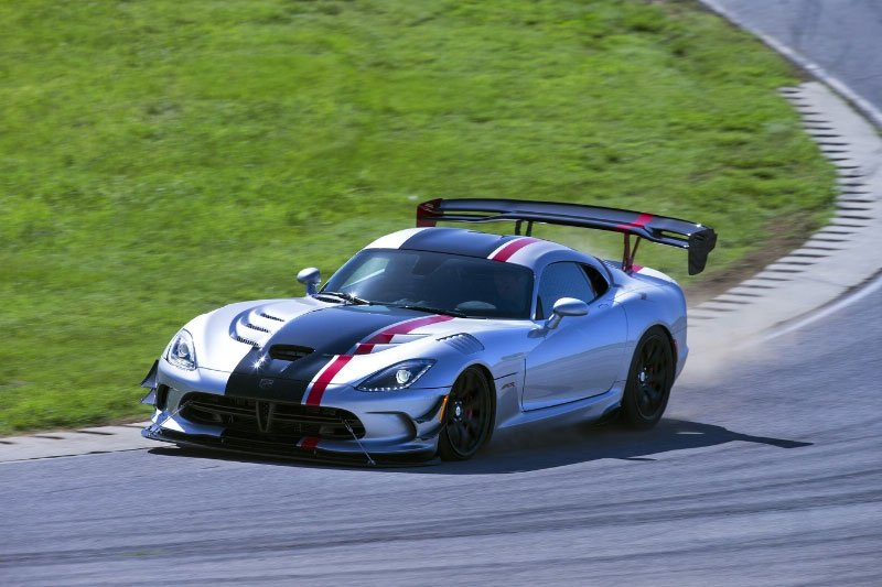 Dodge Viper ACR Dominates Track Records