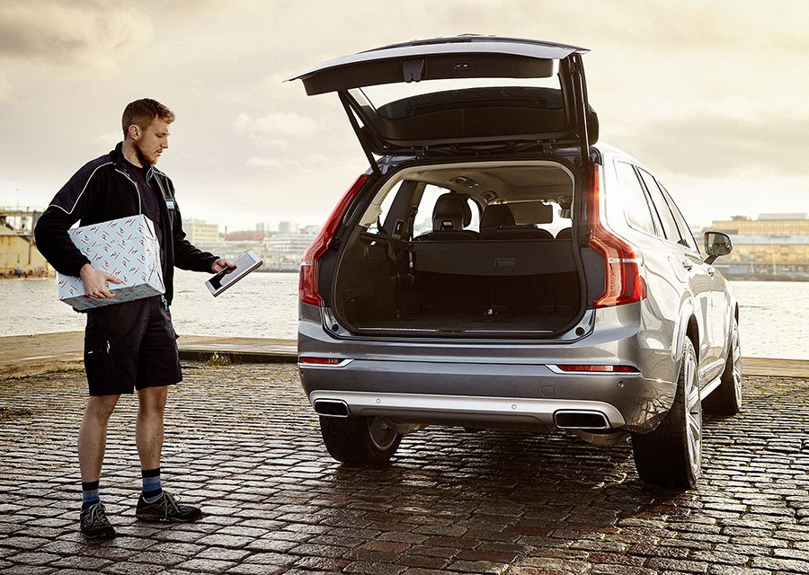 Volvo in-Car Delivery Fills Your Car Trunk with Presents