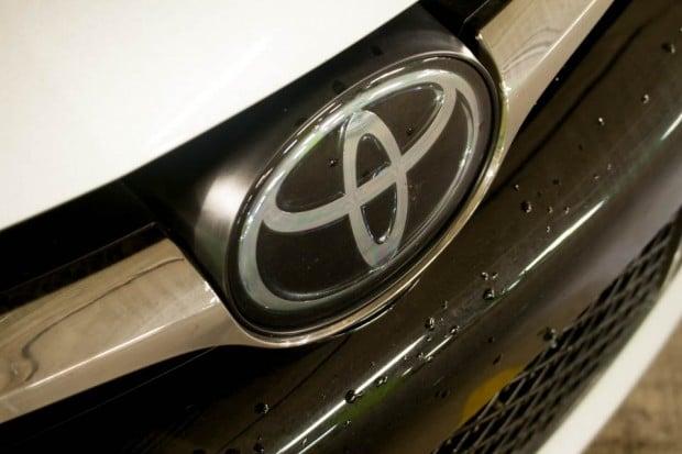 2016_Toyota_CamryXSE_5