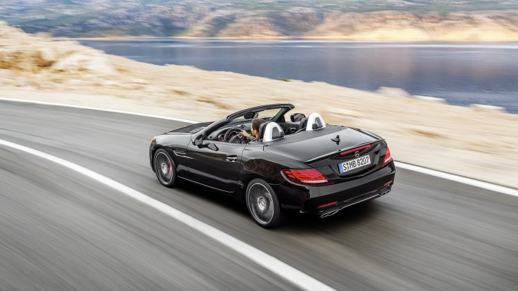 With Turbo 6 The Amg Version Can Reach 60 Mph In 4 Seconds Just 0 1 Slower Than Old V8