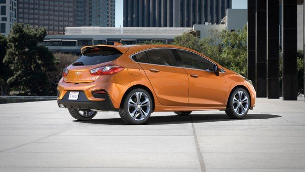 2017-Chevrolet-CruzeHatch_4