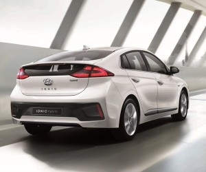 Hyundai IONIQ Hybrid Wants to be the Next Prius