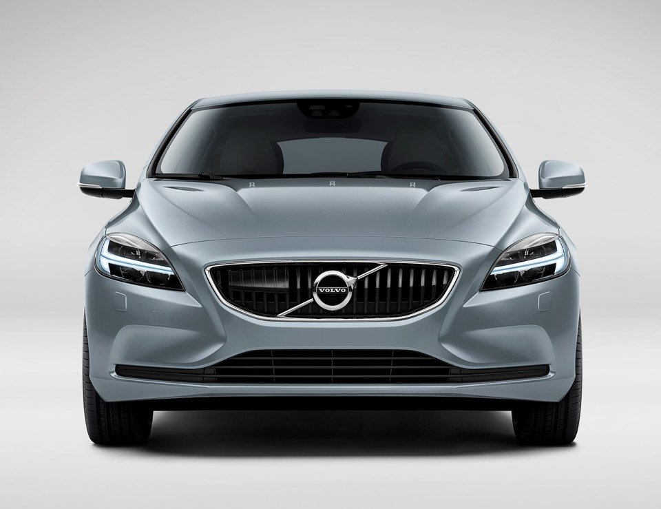 Volvo V40 Facelift Brings Lots of Blue and Thor's Hammer