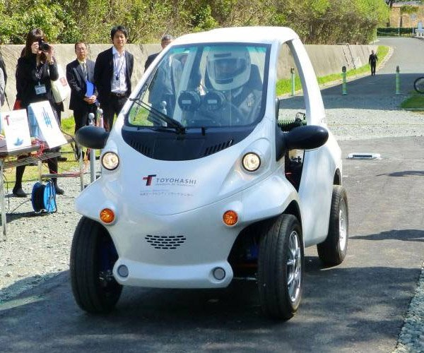 Experimental Japanese EV Has No Battery