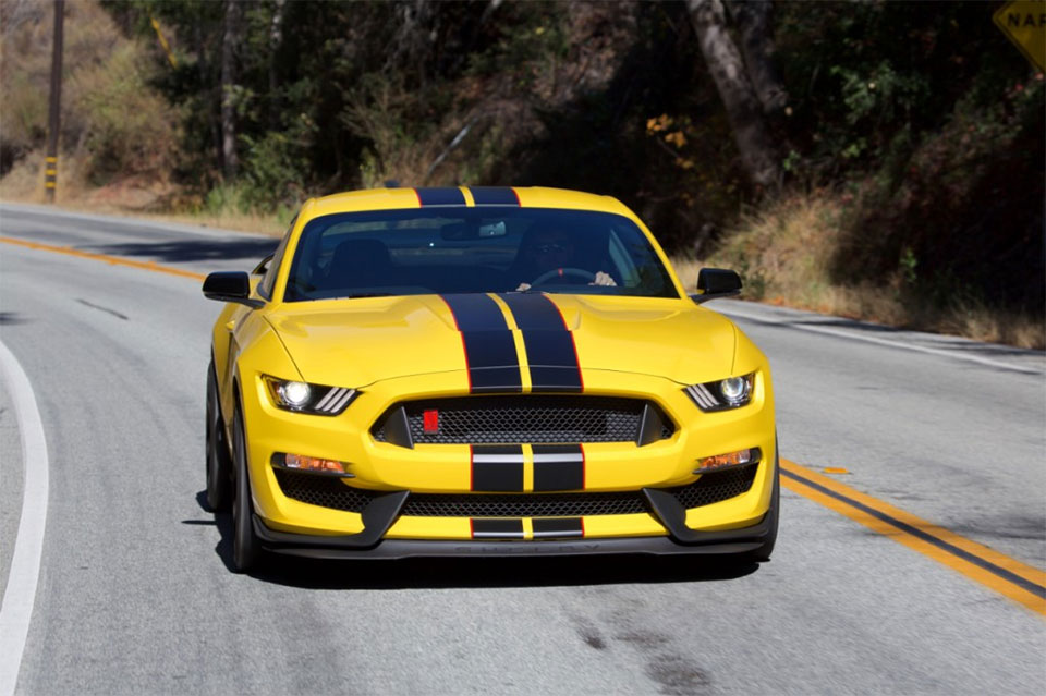 Shelby GT350 and GT350R Buyers Get a Free Track Day