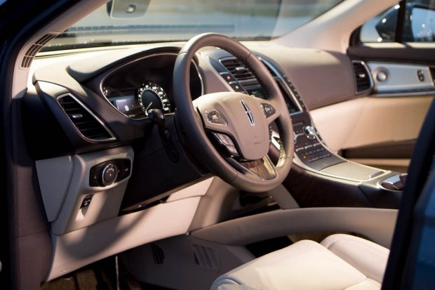 2016_Lincoln_MKX_AWD_5