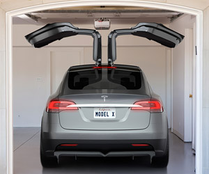 Some Tesla Model X SUVs Having Issues with Fancy Doors