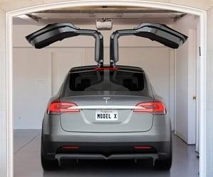 Some Tesla Model X SUVs Having Issues with Fancy Doors