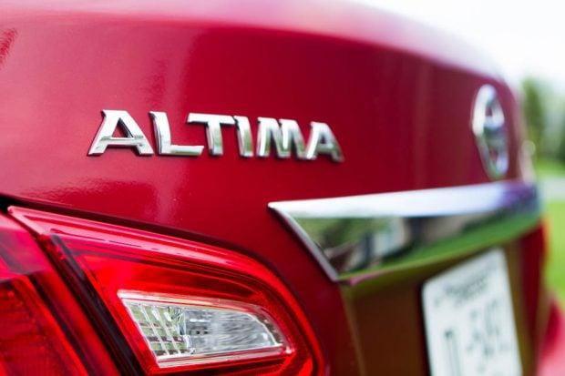 2016_Nissan_Altima_5