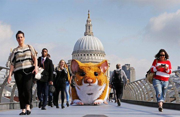 Giant Hamstermobile Cruises London