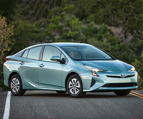 2016 Toyota Prius Sets Consumer Reports Hybrid MPG Record