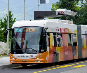 Electric Bus Recharges with 15 Second Burst of Energy