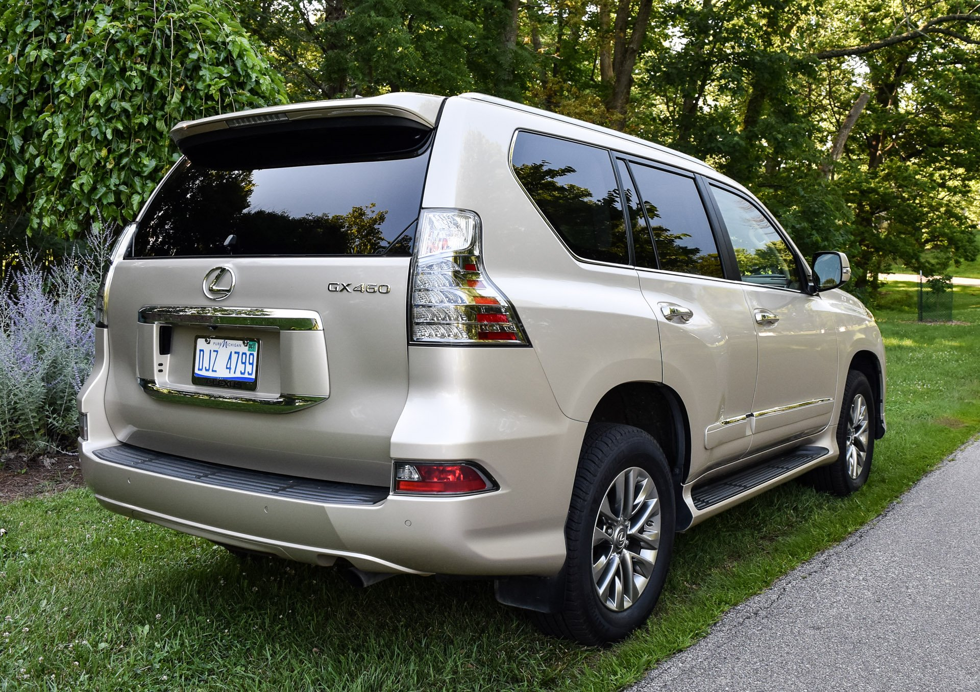 Suv With Third Row >> Review: 2016 Lexus GX 460 - 95 Octane