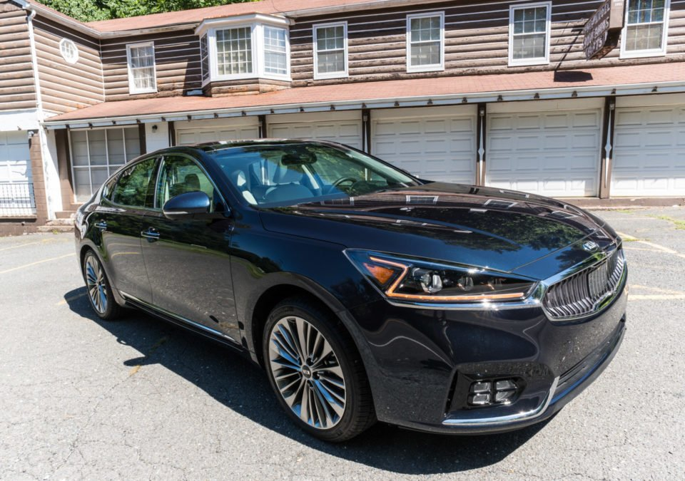 2017_kia_cadenza_review_3