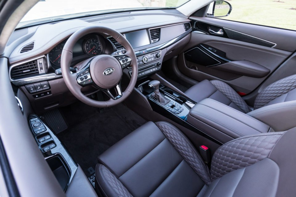 2017_kia_cadenza_review_7