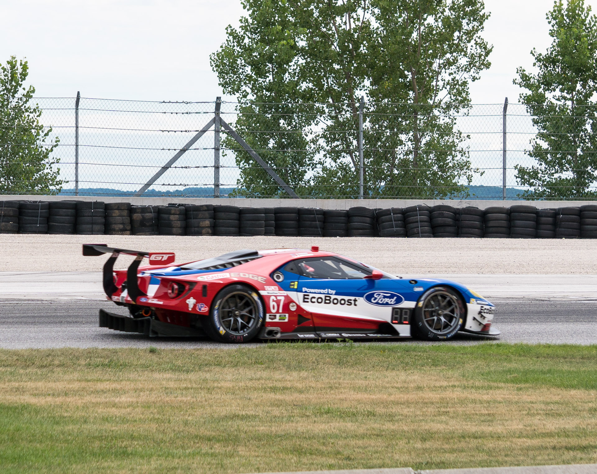 While The Body Of The Gt Lm Aka Lm Gte Race Car Might Look Quite A Bit Like The Production Ford Gt These Are Highly Customized Vehicles With A Number Of
