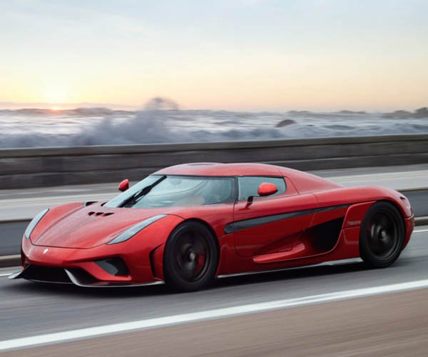 Koenigsegg Regera Turns on the Smoke Machine