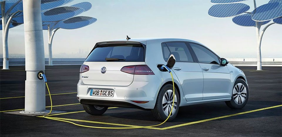 VW CEO Teases EV with 372-mile Driving Range