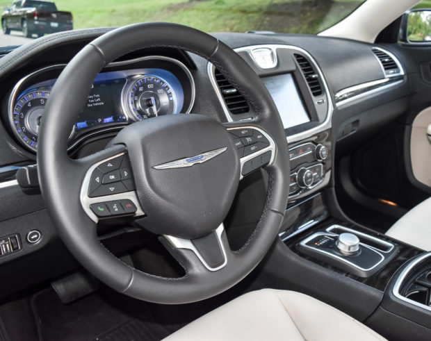 2016_chrysler_300_limited_5