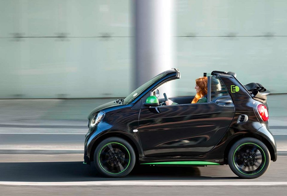 2017 smart fortwo electric drive heads to paris 95 octane. Black Bedroom Furniture Sets. Home Design Ideas