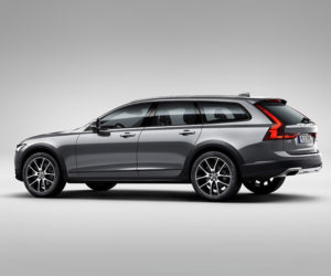 Volvo Gives us a Lift with the V90 Cross Country