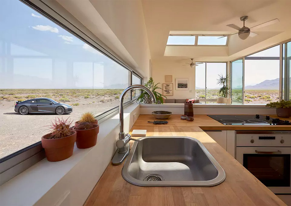 Desert Airbnb House Comes With Audi R8 V10 Plus 95 Octane