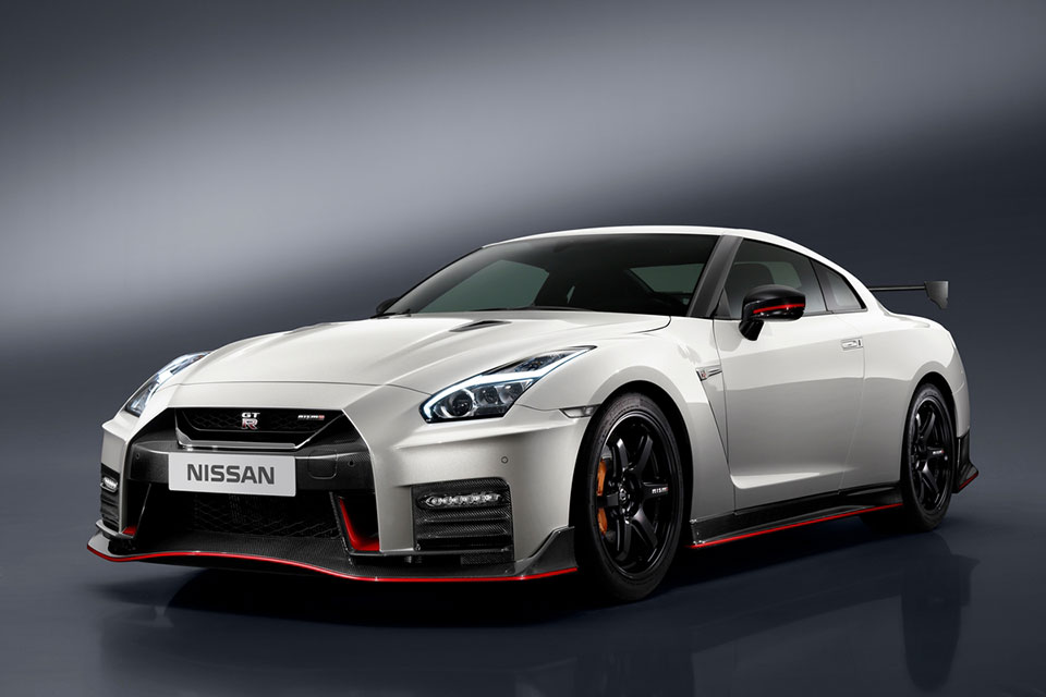 2017 Nissan GT-R NISMO Costs Nearly as Much as a 911 GT3 RS ...