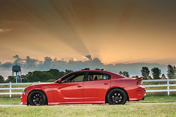 2016-dodge-charger-hellcat_3