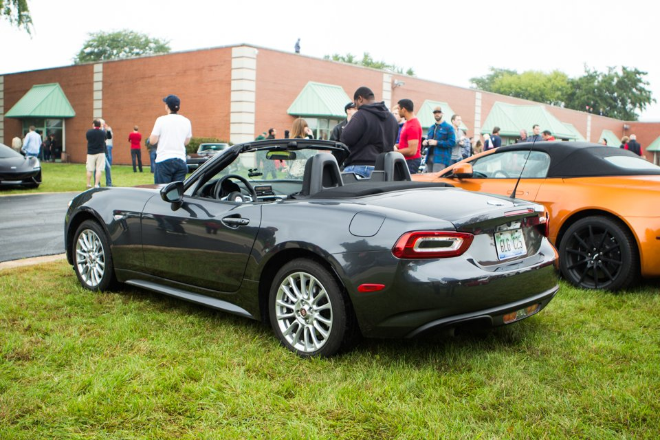 review 2017 fiat 124 spider classica the thrill of driving. Black Bedroom Furniture Sets. Home Design Ideas