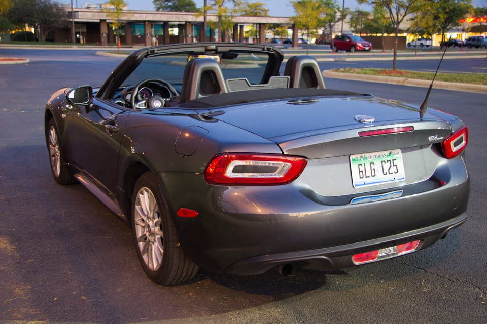 review 2017 fiat 124 spider classica. Black Bedroom Furniture Sets. Home Design Ideas