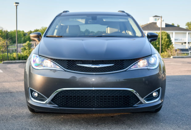 2017_chrysler_pacifica_2