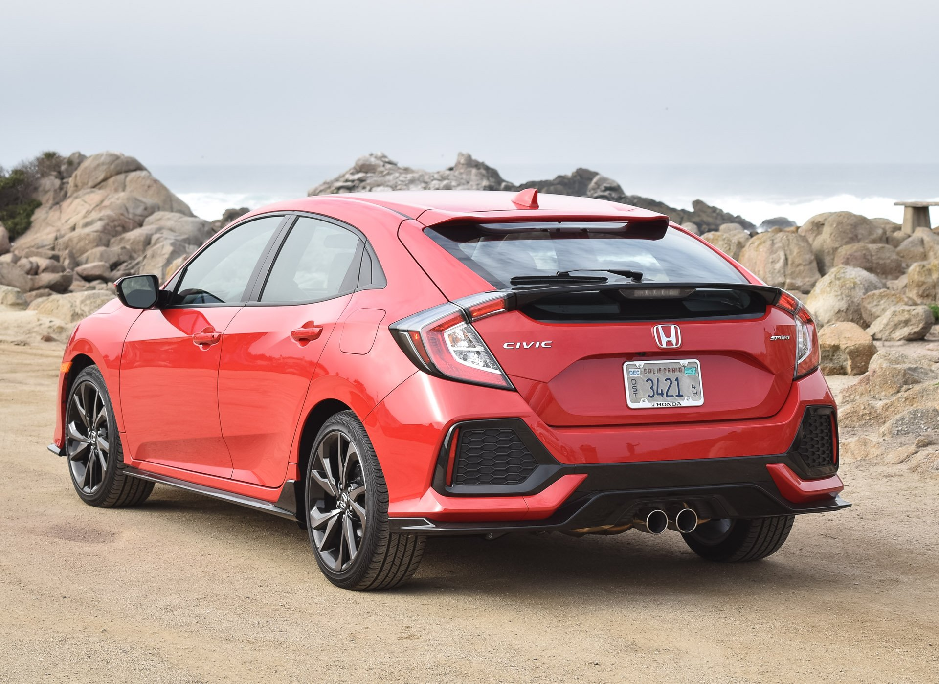 First drive review 2017 honda civic hatchback 95 octane for Honda civic wagon 2017
