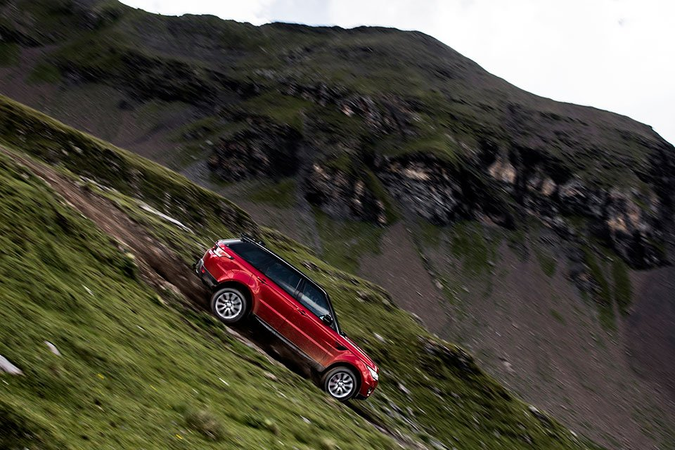 Ben Collins Drives a Range Rover Sport Down the Inferno
