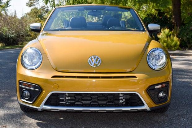 2017_volkswagen_beetle_dune_2