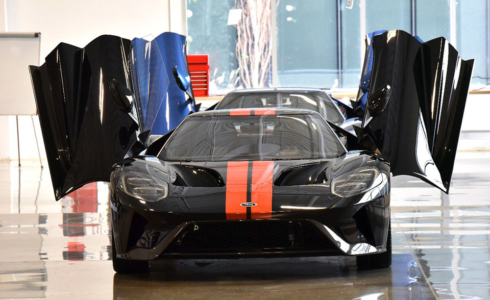Ford Gt Job  Rolls Off Assembly Line