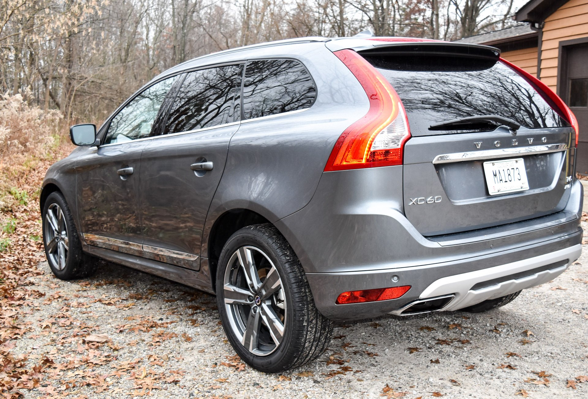 Review 2017 Volvo XC60 T6 Dynamic - 95 Octane