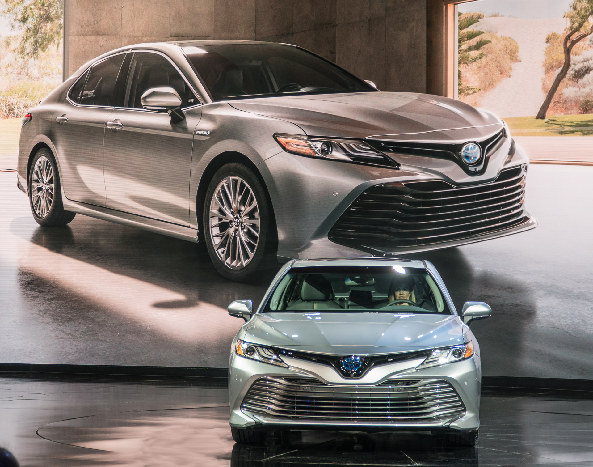 2018 toyota camry brings the style 95 octane. Black Bedroom Furniture Sets. Home Design Ideas