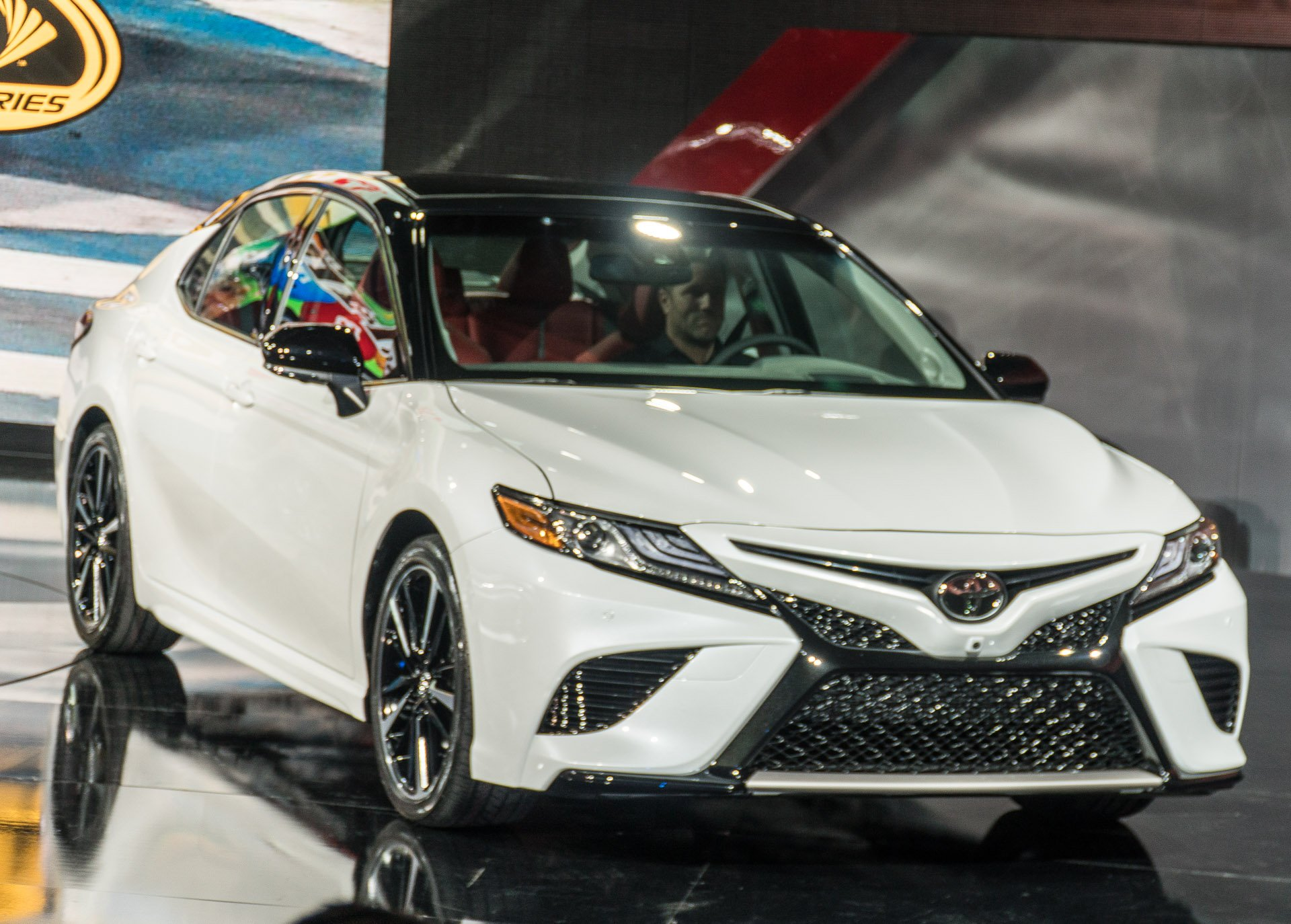2018 toyota white camry with red interior. fine toyota while white cars arenu0027t usually my thing this black and combo with  the red sport interior looks pretty awesome inside 2018 toyota camry 8