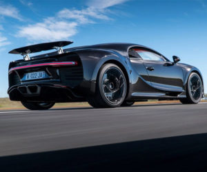 Watch a Bugatti Chiron Rocket to 217 mph with Ease