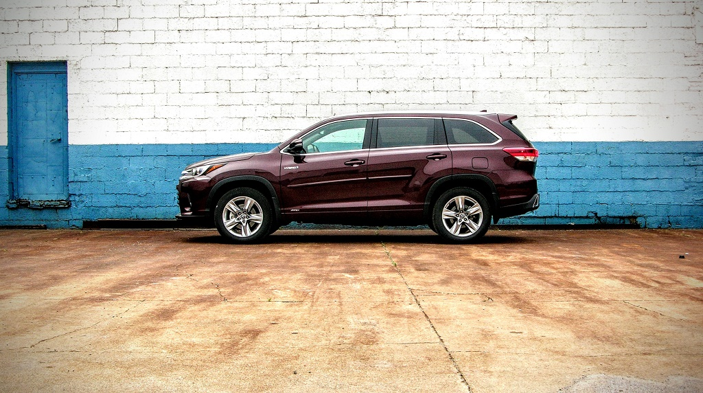 2017 Toyota Highlander Hybrid Review: The 3rd Inning Stretch