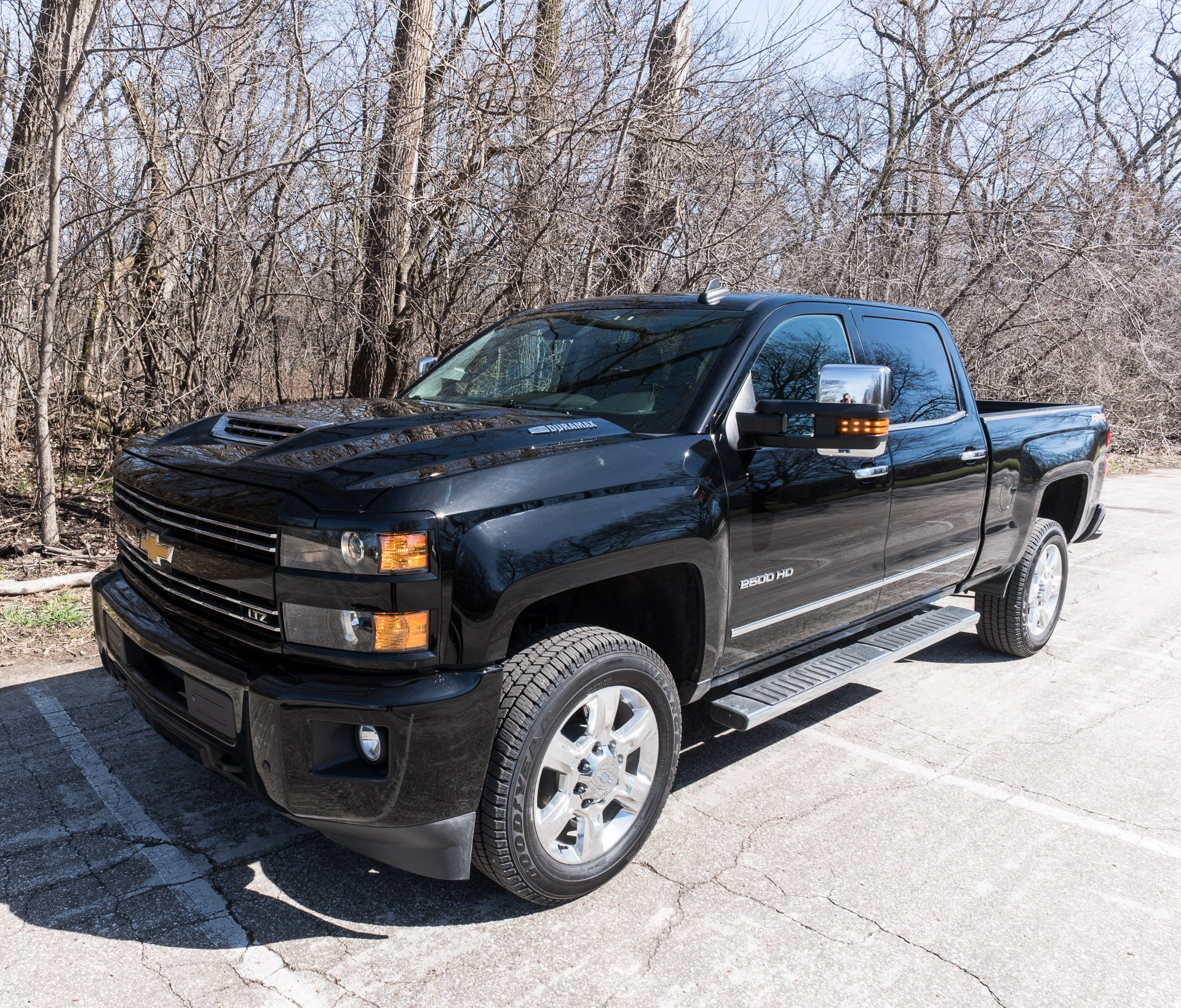 2017 chevy silverado 2500 hd duramax is one comfy heavy. Black Bedroom Furniture Sets. Home Design Ideas