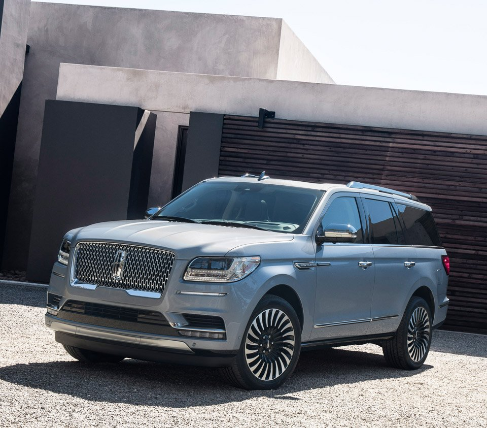 Lincoln Navigator And The 7 Seater Is Very Attractive Indeed All New Full Size Suv Promises Quiet Luxury Has Cool Styling