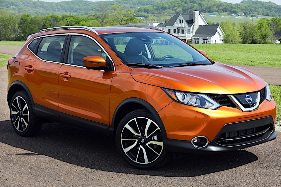 we drive the fun sized 2017 nissan rogue sport 95 octane. Black Bedroom Furniture Sets. Home Design Ideas