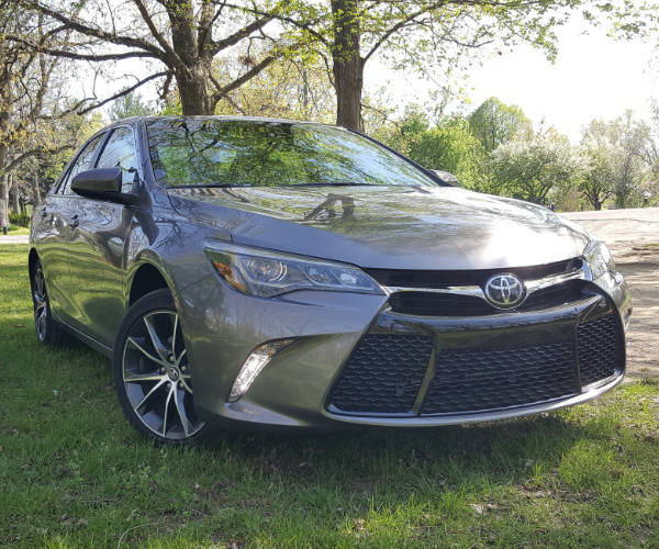 2017 Toyota Camry XSE Review: Grounded to the Ground