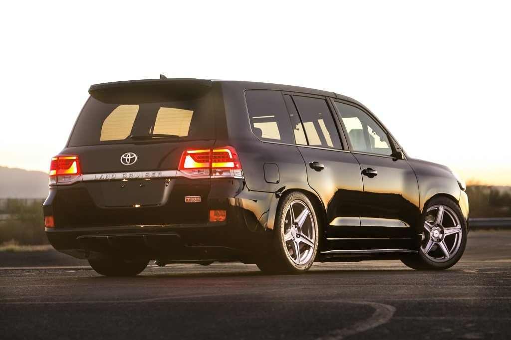 toyota sets a world record for fastest suv in a land cruiser 95 octane. Black Bedroom Furniture Sets. Home Design Ideas