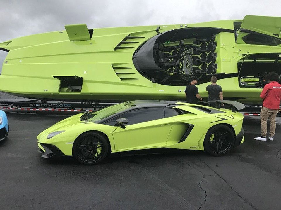 lamborghini aventador sv and matching lamboat for sale 95 octane. Black Bedroom Furniture Sets. Home Design Ideas