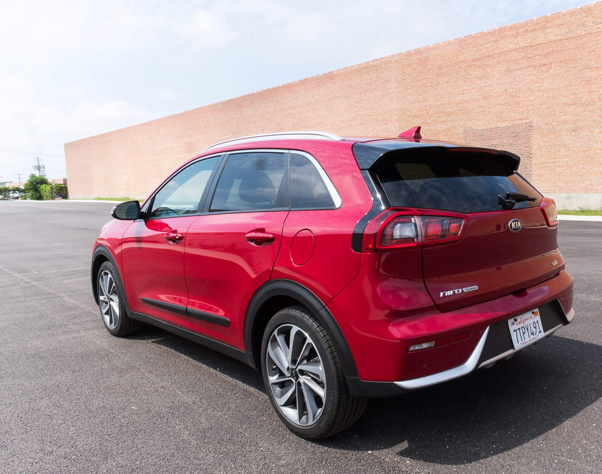 2017 kia niro touring review a wagon by any other name 2017 kia niro touring review a wagon by any other name